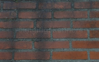 rode baksteen met een zwarte aanslag